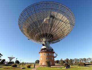 「高速電波バースト」、数十億光年先の銀河で発生 国際研究