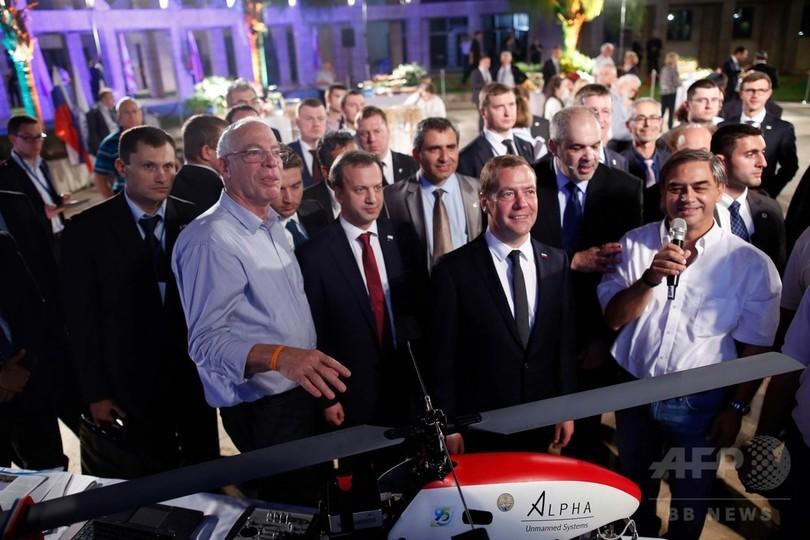 露首相に機密技術を使ったドローンをプレゼント、イスラエル農相に批判