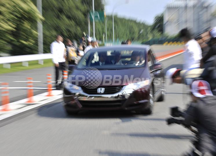 ホンダの新型燃料電池車「FCXクラリティ」、走行試験を公開