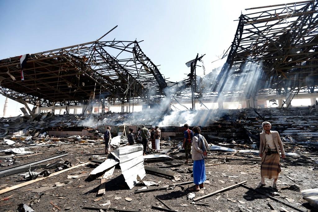 サウジ主導軍、イエメン国防省を空爆 少なくとも民間人3人負傷