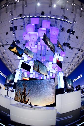 欧州最大の家電見本市「IFA」開幕、最新タブレットからレトロなラジカセまで