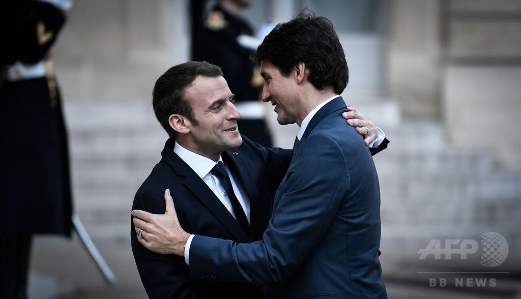 「ブロマンス」復活? トルドー首相とマクロン大統領がパリで再会