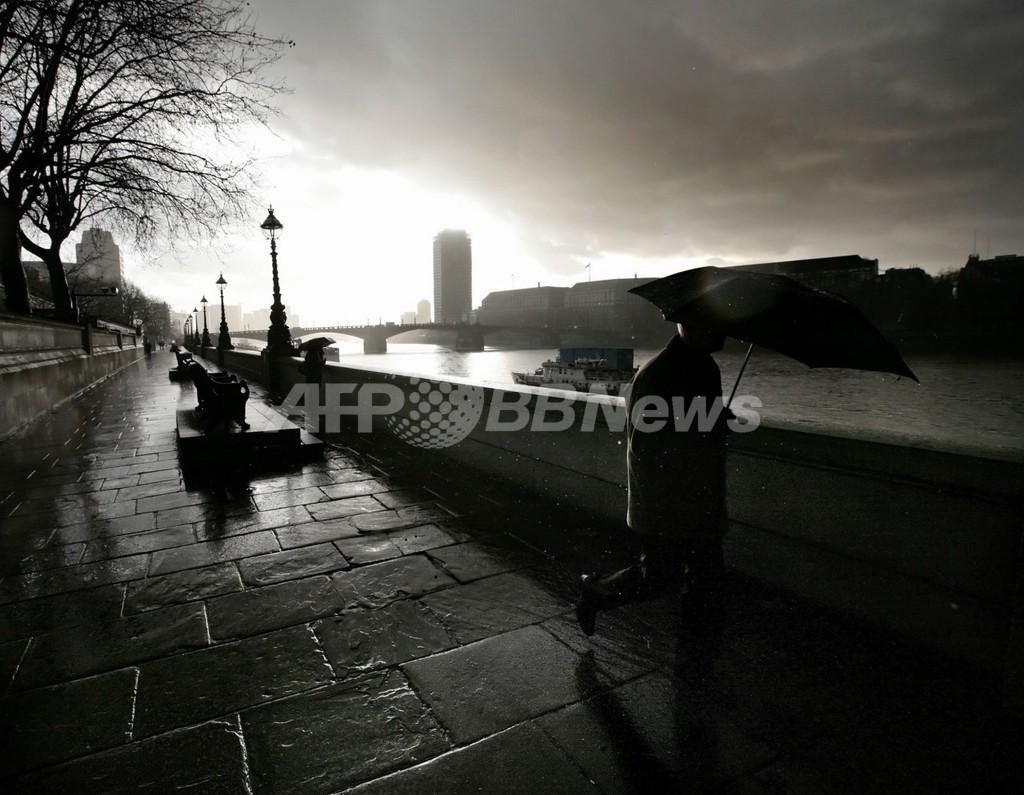 「英国人の天気ネタ好き」を証明、費やす時間は人生のうち6か月!