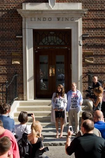 英キャサリン妃「そっくりさん」登場、出産予定の病院前に