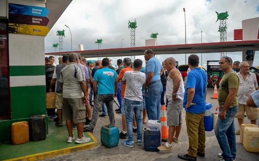 米制裁でキューバに燃料危機、GSに大行列 緊縮時代の再来に懸念も