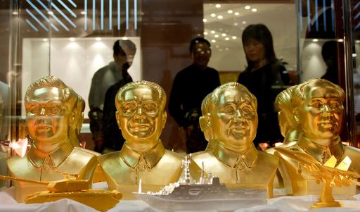 中国の歴代指導者が金の胸像に、北京