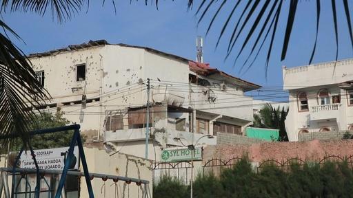 動画:ソマリア首都でホテル襲撃、5人死亡 イスラム過激派が犯行声明 現場の映像