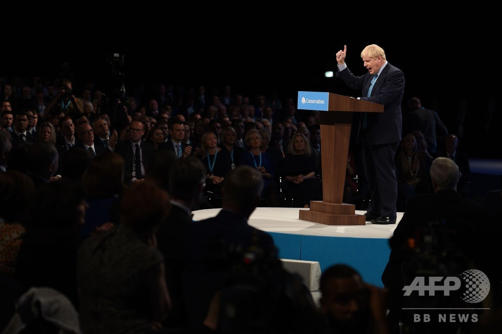 英首相、「最終」離脱案を公表 EU側は冷ややか