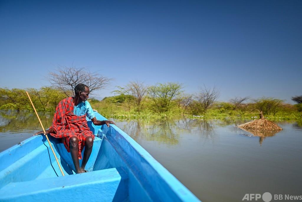 湖にのみ込まれる村、記録的水位上昇で ケニア・リフトバレー