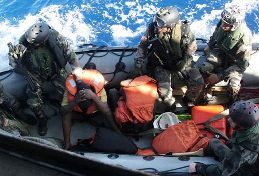 ソマリア海賊とみられる14人を拘束、新たにパキスタン船乗っ取りか