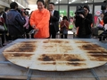 目指せギネス記録、千葉県印西市のジャンボせんべい