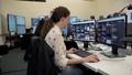 動画:工作活動と闘うフェイスブック、監視室「War Room」開設