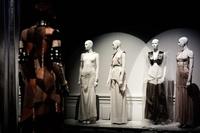 仏・パリで「Margiela / Galliera 1989 - 2009」展開幕、7月15日まで