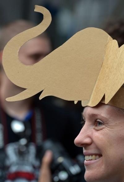 ゾウの保護と象牙取引の禁止を呼び掛け、バンコクでデモ行進