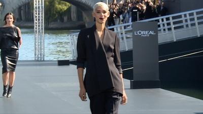 動画:多様性がキーワード、「ロレアル パリ」仏パリでショー開催