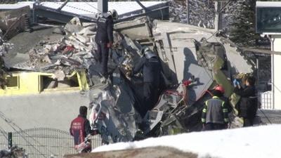 動画:トルコで高速列車と点検中の機関車が衝突 9人死亡、負傷者86人に