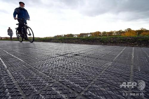 ドイツ初、自転車専用の太陽光発電道路