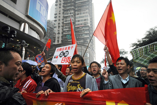 大都市・重慶で反日デモ、中国