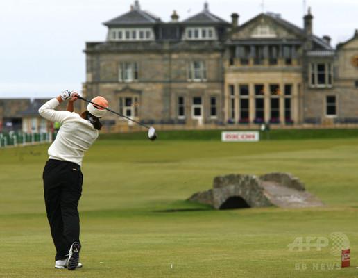 もう一つの歴史的投票はゴルフクラブで、スコットランド