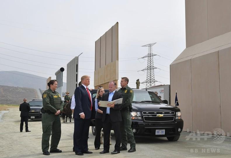 トランプ大統領、カリフォルニア州初訪問 「国境の壁」試作品を視察