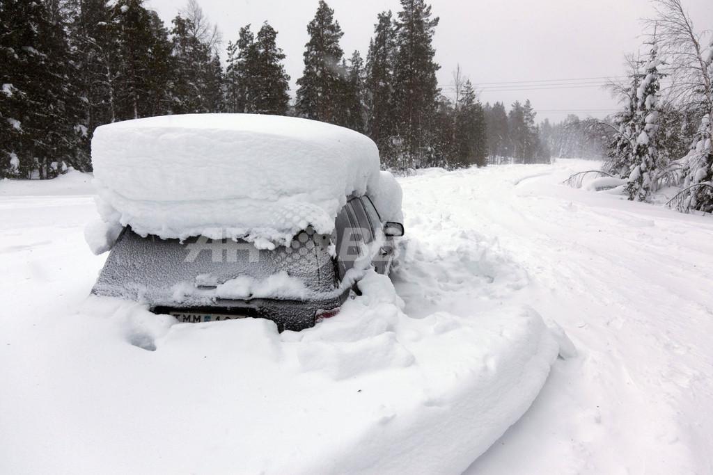 雪に埋もれた車内で2か月、男性を救出 スウェーデン