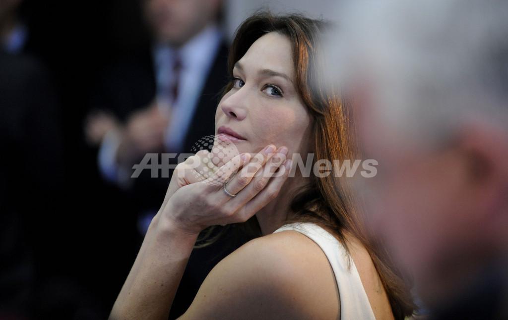 カーラ夫人は「不作法」、G8公式行事すっぽかしに伊新聞激怒