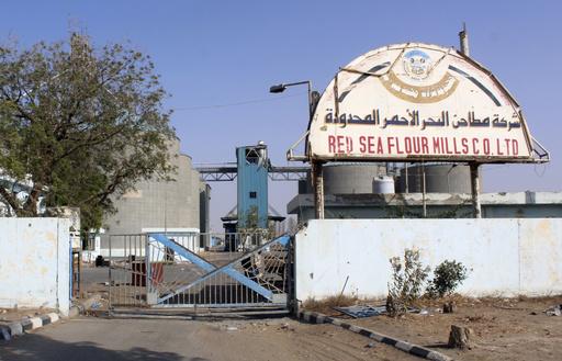 イエメンのWFP穀物サイロ2棟で火災、迫撃砲攻撃か