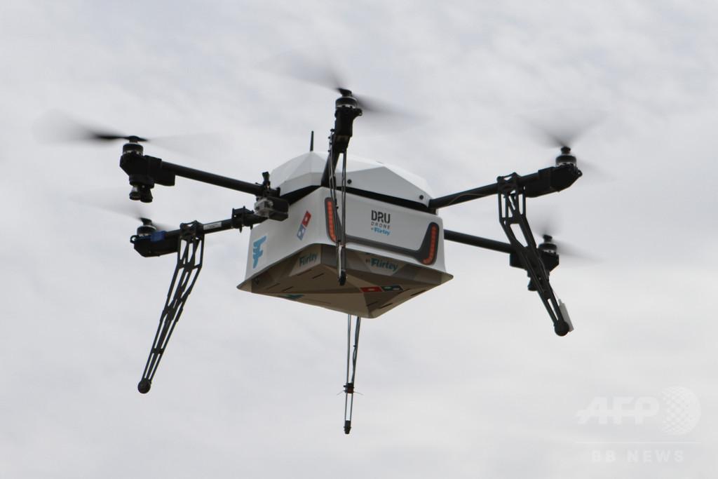 空飛ぶ「ピザ」、NZでドローンを使った宅配