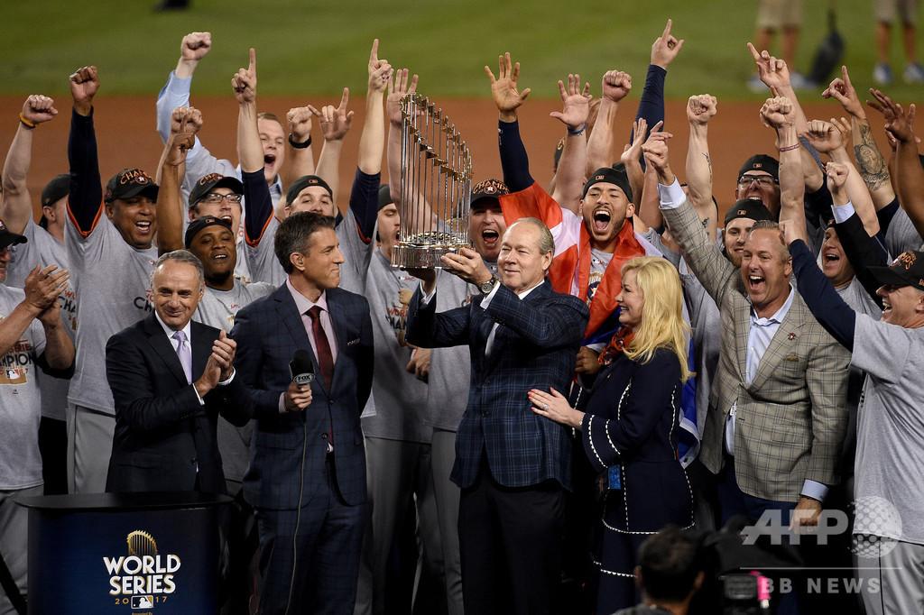 WSトロフィーを「金属の塊」呼ばわり、MLBトップが発言謝罪