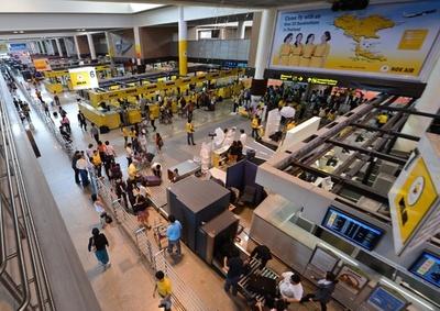 タイ空港警備員が中国人観光客を殴る 動画拡散 政府が謝罪