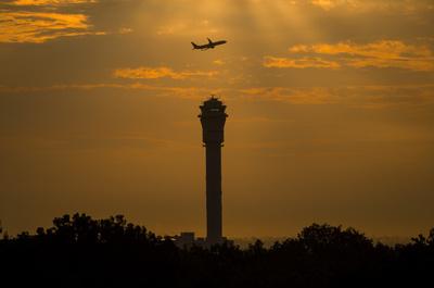 マレーシア発の機内で裸に…さらに乗務員襲う バングラ人の男逮捕