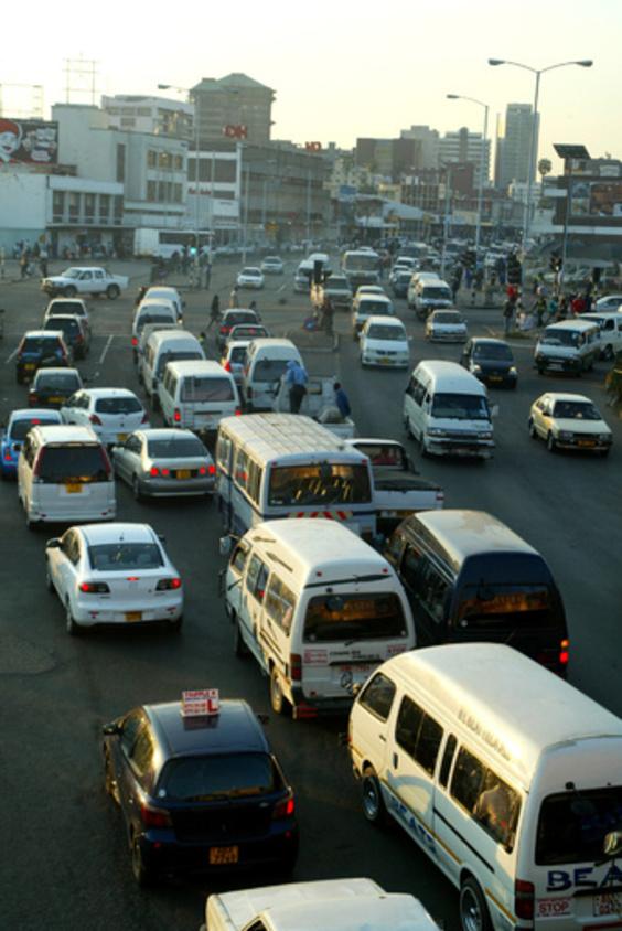 ジンバブエでバス爆発、42人死亡 乗客のガスボンベが爆発か