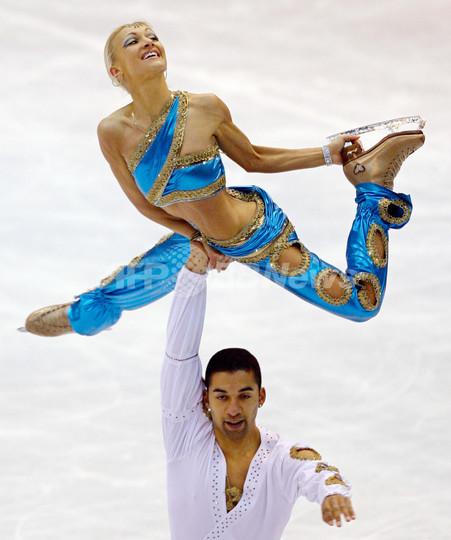 サフチェンコ/ショルコウィー組 NHK杯ペアSPで首位