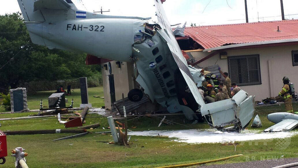 米軍基地内の住宅に輸送機墜落、操縦士死亡 ホンジュラス