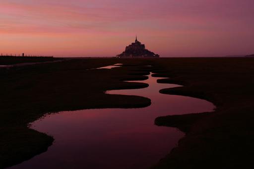 【今日の1枚】潮だまりにあかね空映し…仏モンサンミシェル