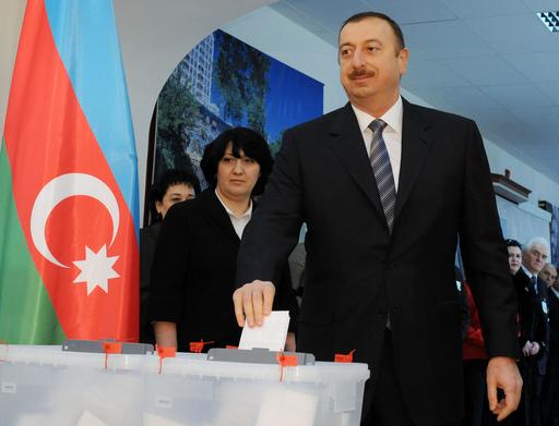 アゼルバイジャン国民投票、改憲賛成多数 終身大統領制へ