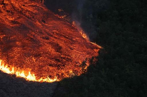 フルネーズ火山がまた噴火、今年5回目 仏海外県レユニオン島