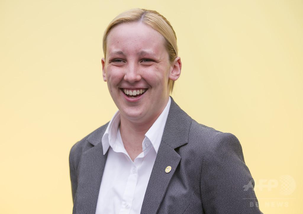 20歳の女子大生、英最年少議員に 労働党「影の外相」破り当選