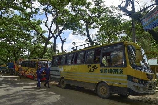 バングラに避難のロヒンギャ、ミャンマー帰還拒否 車を用意も誰も乗らず