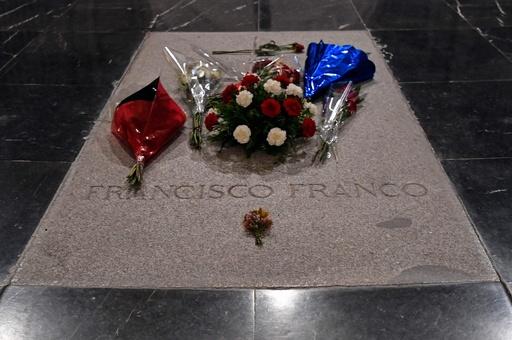 フランコ総統の遺体掘り起こしを一時中断、スペイン最高裁が判断