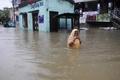 インド北東部で豪雨 道路が冠水