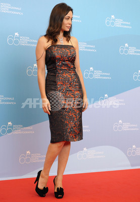国際ニュース:AFPBB Newsヴェネチア映画祭『Vinyan』上映会、エマニュエル・ベアール登場