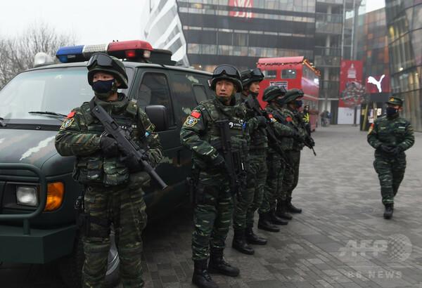 中国武装警察、習氏の指揮下に 権力集中一段と