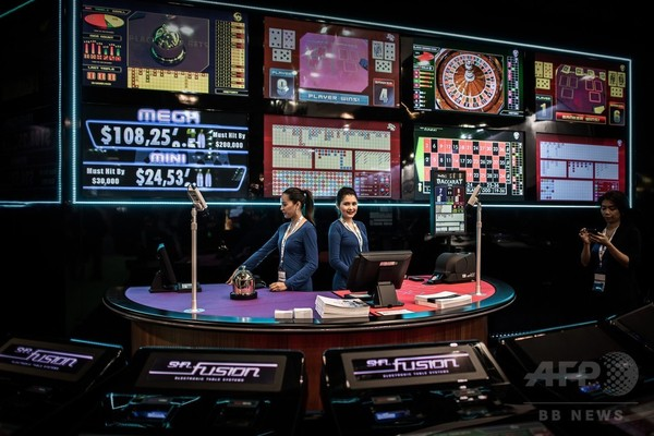カジノの街から大衆リゾートへ、賭博収益減少でマカオが路線変更