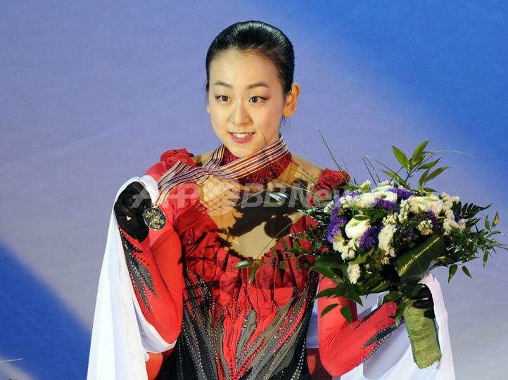 浅田が逆転優勝、キム・ヨナ2位 10世界フィギュア