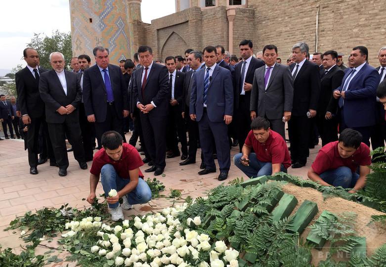 「最も残酷な独裁者の一人」カリモフ大統領、埋葬される ウズベク