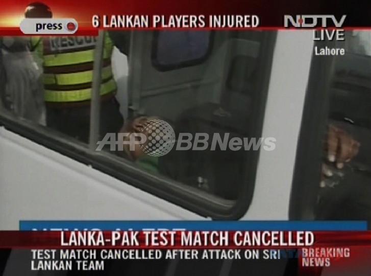 クリケットのスリランカ代表チーム乗せたバスが襲撃される、パキスタン