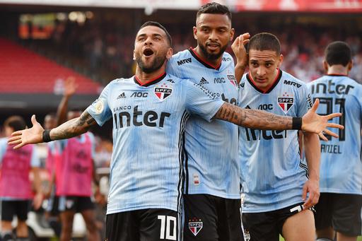 ブラジル復帰のアウベスが決勝ゴール、サンパウロのデビュー戦で