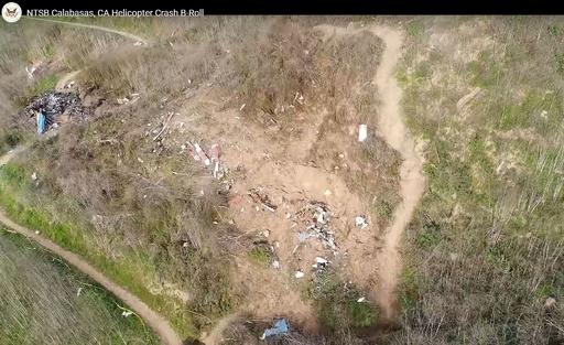 ヘリ墜落現場から収容の遺体、コービー氏と確認