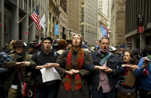 NY「オキュパイ」デモがウォール街を占拠、2万人行進も 米国
